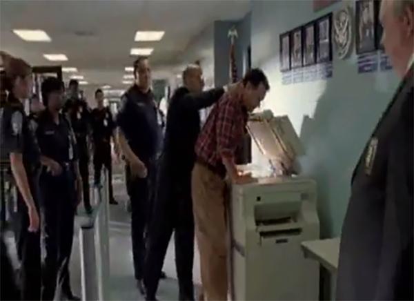 Imagen exclusiva, de la intervención de la fiscalìa al local de Jaamsa. Julio Gagó fue interrogado. Imagen: Captura Youtube