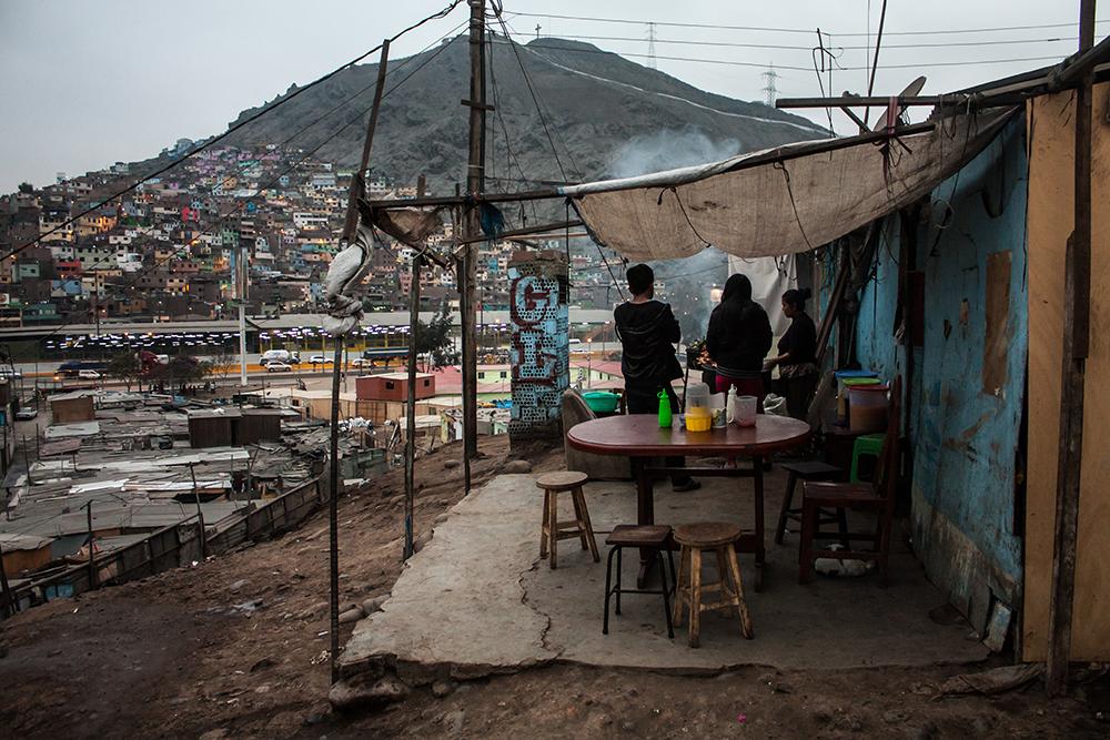 Sí, iba a haber un lugar mejor para la comunidad Shipibo - Coniba. Pero no importa, ¡queremos más cemento! Foto: Paulo Afonso