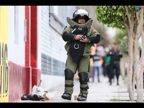 Ahora sí usaron los trajes especiales Foto: Perú.com