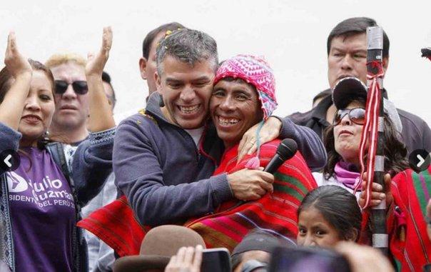 El candidato morado celebra el fallo del JEE en Cusco. Fuente: El Comercio.